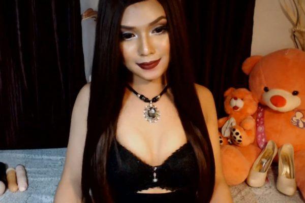 Mistress_Queen_Alicexx Wants You To Kneel