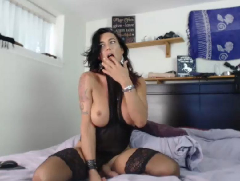 TSRiannaJames Shows Us Her Talents