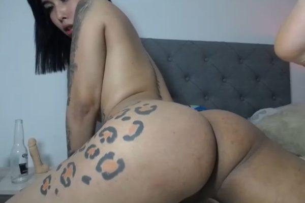 Bonnie_belll_ Shakes Her Luscious Ass