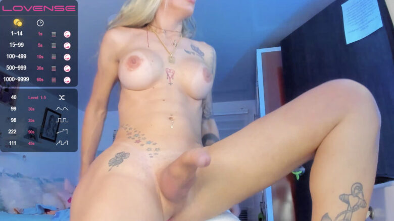 Kendra_Sexy Starts The Party With A Lush In Her Tush