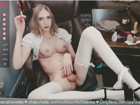 Ice-queen Coldcomfortisanka is the fetish babe of your dreams!